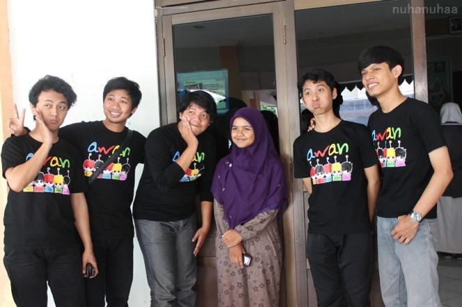 Awan Voice berfoto bersama fans yang datang jauh2 dari Madiun.. :)