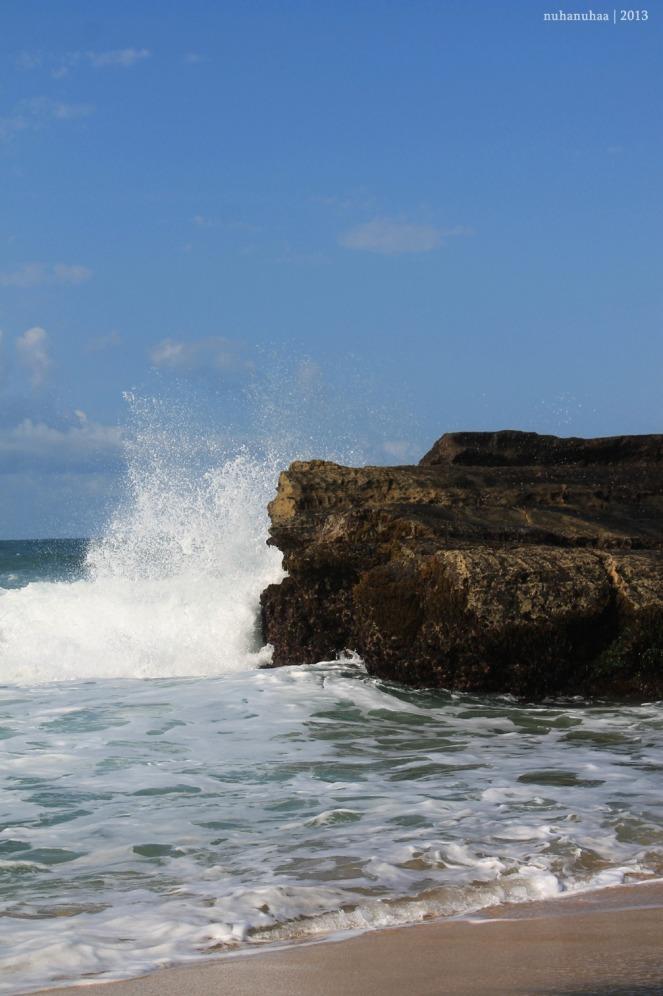 Ganasnya ombak pantai selatan