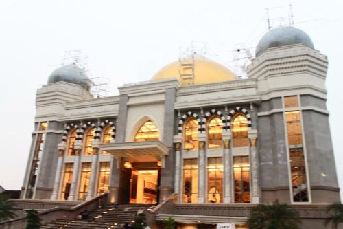 Mengingatkanku pada Masjid Dian Al Mahri..