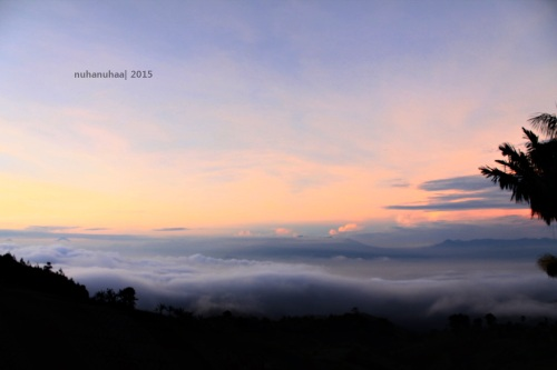 Nikmati sunrise dari puncak tertinggi Kota Bandung
